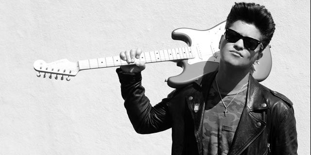 Guitarra, baixo ou bateria: aprenda a tocar Treasure, do Bruno Mars