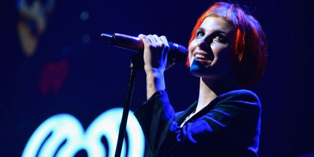 Paramore canta Still Into You na Filadélfia